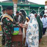 Satgas TNI Giat Jumat Berkah Bagikan Makanan Kepada Masyarakat